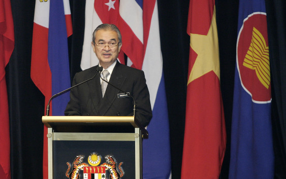 South China Sea claims and Japan-Korea trade tensions loom over ASEAN Summit